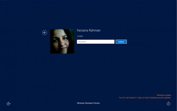 Windows 8 meldet Updates auf dem Anmelde-Bildschirm. (Bild: Microsoft)