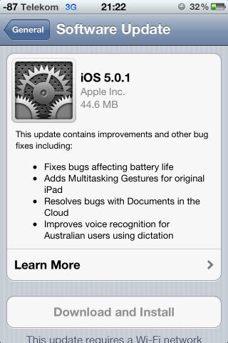 Das Update auf iOS 5.0.1 wird auf einem iPhone 4 angeboten.