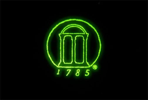 Das Logo der Universität von Georgia leuchtet im Infratrotbereich. (Bild: Zhengwei Pan/UGA)