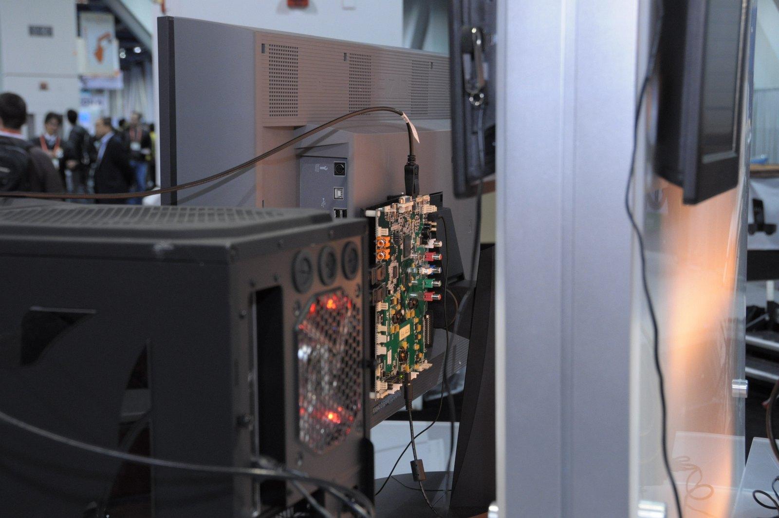 Daisychaining: 63 Monitore per Displayport an einer Grafikkarte -