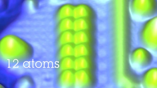 IBM speichert 1 Bit in 12 magnetischen Atomen, ...