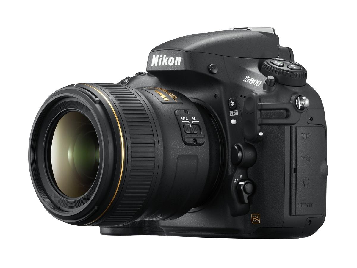 Vollformat-DSLR: Nikon D800 mit 36 Megapixeln und Videokomfort - D800 mit 35mm-Objektiv (Bild: Nikon)