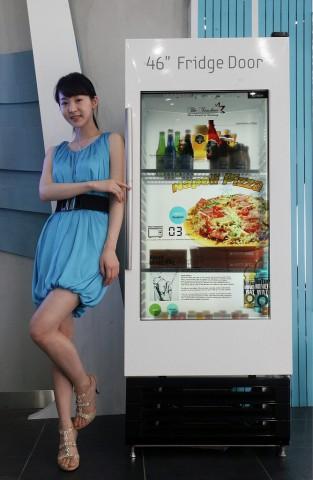 Transparentes Samsung-Display als Kühlschranktür (Bild: Samsung)