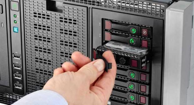 HP ProLiant Gen8: Server warnt vor dem Austausch der falschen Festplatte.