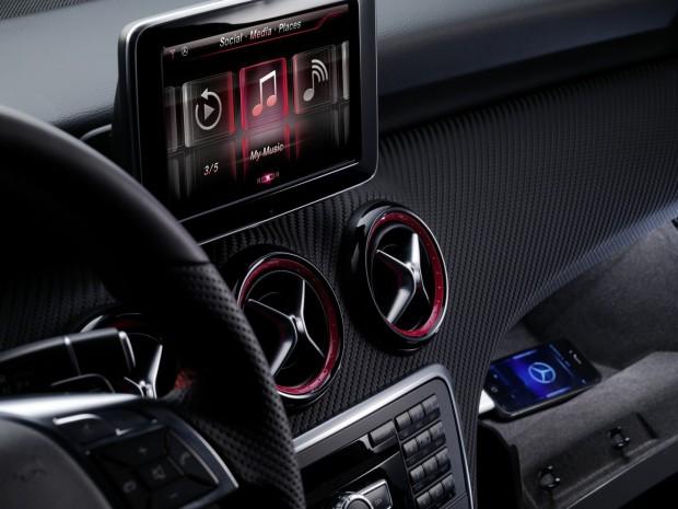 Mercedes-A-Klasse - unterstützt Apples iPhone-4S-Sprachsteuerung Siri (Bild: Mercedes-Benz)