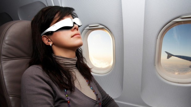 Cinemizer OLED - ab Sommer 2012 für 600 Euro erhältlich, ein Headtracker etwa für Gaming kostet extra. (Bild: Zeiss)
