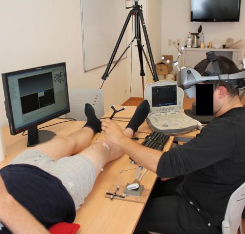 Camdass soll es Astronauten ermöglichen, einen kranken oder verletzten Kameraden zu behandeln - hier ein Test des Systems in Brüssel. (Bild: Esa/Space Applications Service)