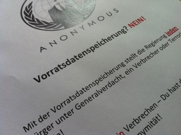 Anonymous-Flyer gegen die Einführung der von der EU geforderten Vorratsdatenspeicherung in Deutschland (Bild: Christian Klaß/Golem.de)