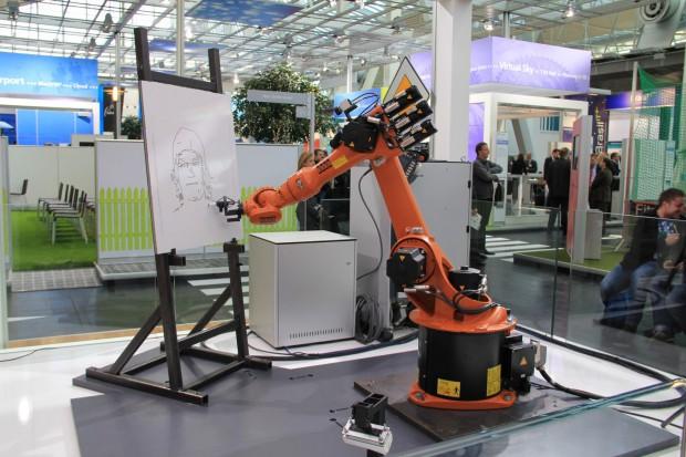 Zeichnender Roboter beim Fraunhofer IOSB (Foto: Werner Pluta/Golem.de)