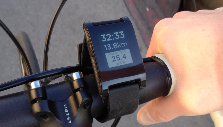 Pebble Smartwatch: E-Paper-Armbanduhr schlägt alle Rekorde auf Kickstarter - Pebble Smartwatch - mit Smartphone-GPS auch als Fahrradcomputer nutzbar (Bild: Pebble)