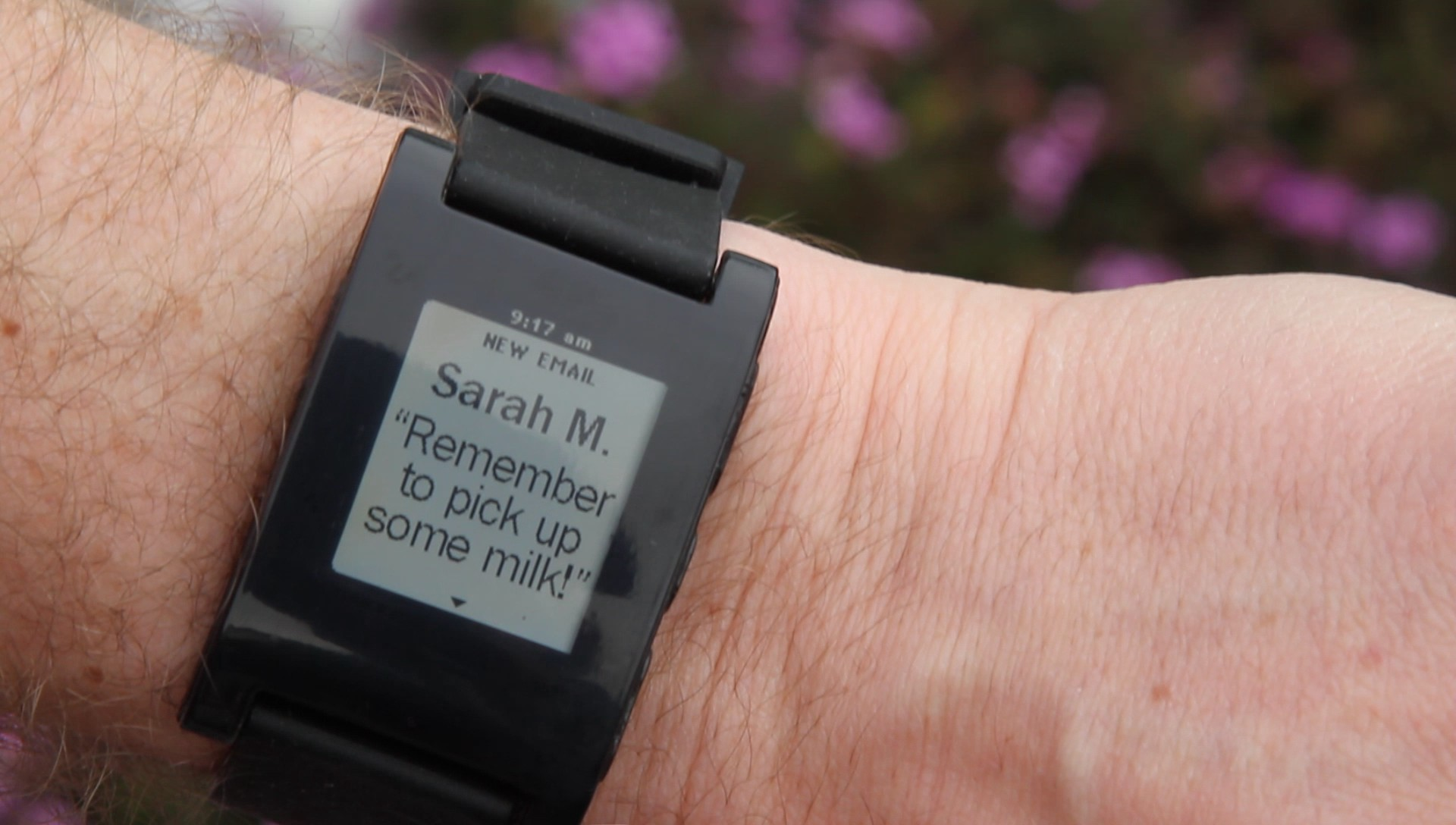 Pebble Smartwatch: E-Paper-Armbanduhr schlägt alle Rekorde auf Kickstarter - Pebble Smartwatch zeigt eine neue E-Mail an. (Bild: Pebble)
