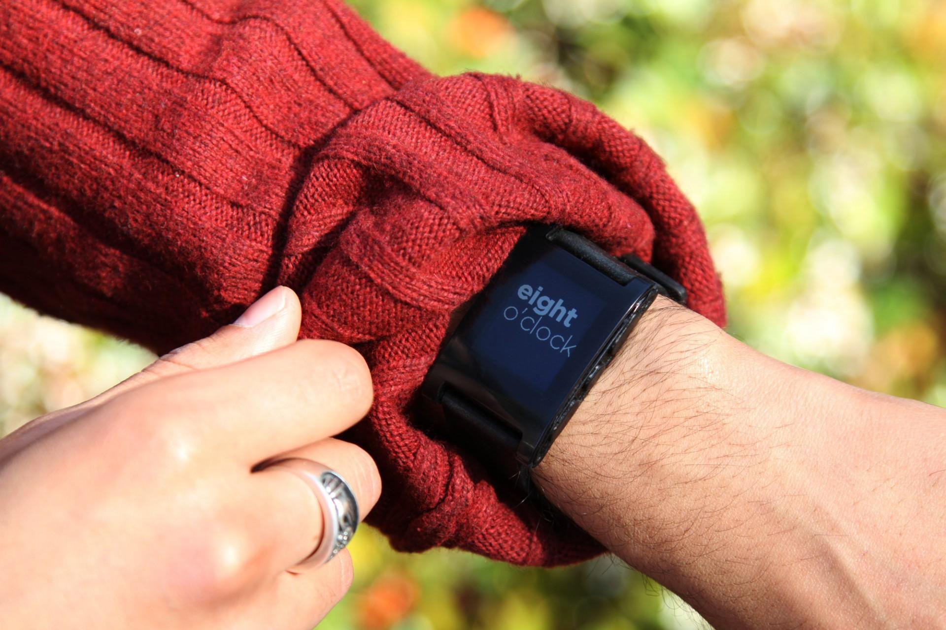 Pebble Smartwatch: E-Paper-Armbanduhr schlägt alle Rekorde auf Kickstarter - Pebble Smartwatch - kann die Uhrzeit auch in Worten mitteilen. (Bild: Pebble)