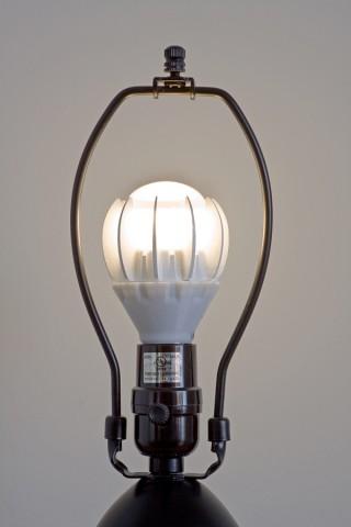 Die 27-Watt-LED in einer E27-Fassung (Bilder: GE)