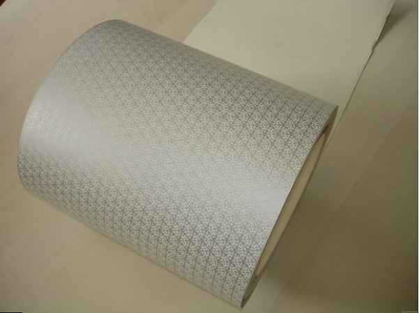 Die WLAN-Tapete - bestehend aus bedrucktem Metapapier (Bild: Grenoble INP)