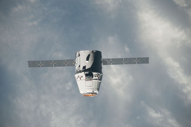 Die Raumfähre Dragon unter der ISS - ein Foto vom 25. Mai 2012 (Foto: Nasa)
