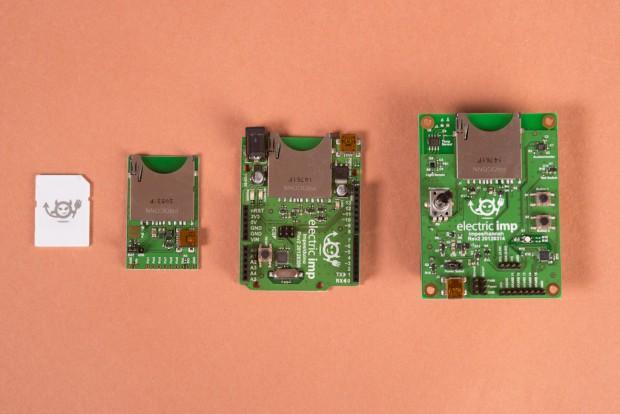 Ganz links die Imp-Card und daneben drei verschiedene Entwickler-Boards (Bild: Electric Imp)