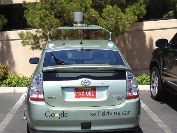 Autonomer Toyota Prius von Google mit dem neuen Nummernschild (Foto: Nevada DMV)