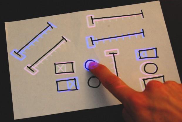 Sketchsynth - auf Papier aufgemalte Bedienelemente werden mit einem Projektor interaktiv. (Bild: Billy Keyes)