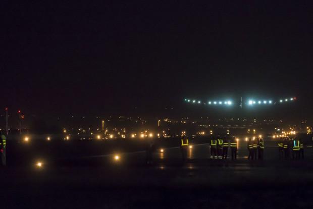 24. Mai 2012: Gegen 1:30 Uhr landet Solar Impulse in  Madrid. (Foto: Solar Impulse/Jean Revillard)