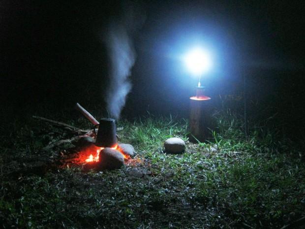 ... oder am Lagerfeuer ... (Foto: Telurex)