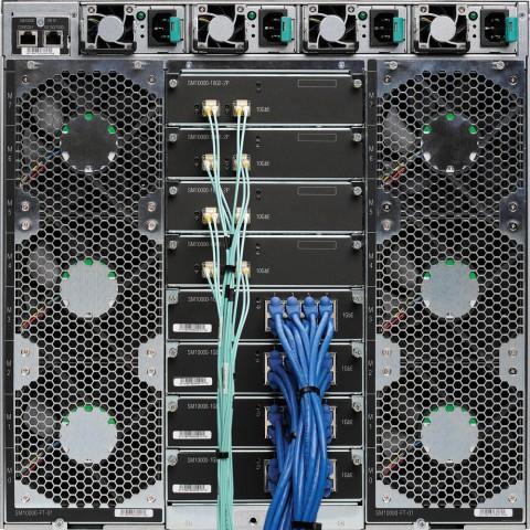 Links und rechts Blades, in der Mitte die Ethernet-Module und oben die Netzteile (Fotos: Seamicro)