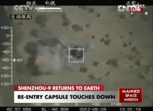 Shenzhou IX landet am 29. Juni 2012 in der Inneren Mongolei. (Bild: CCTV/Screenshot: Golem.de)