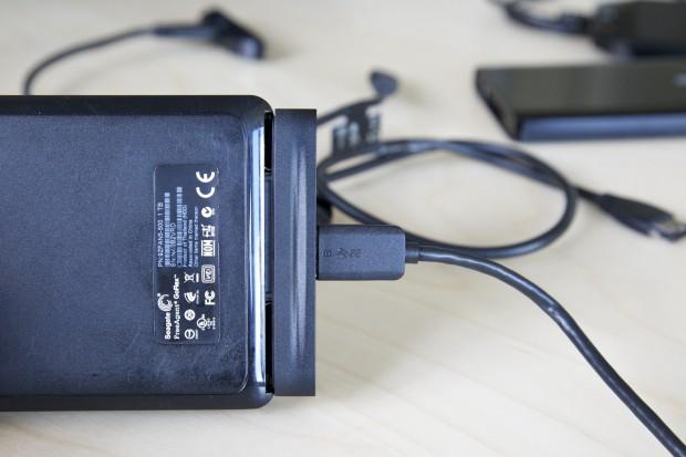 Lücke im System. Der neue Backup-Plus-Adapter passt nicht an eine Goflex-Festplatte mit 1 TByte Speicherkapazität.