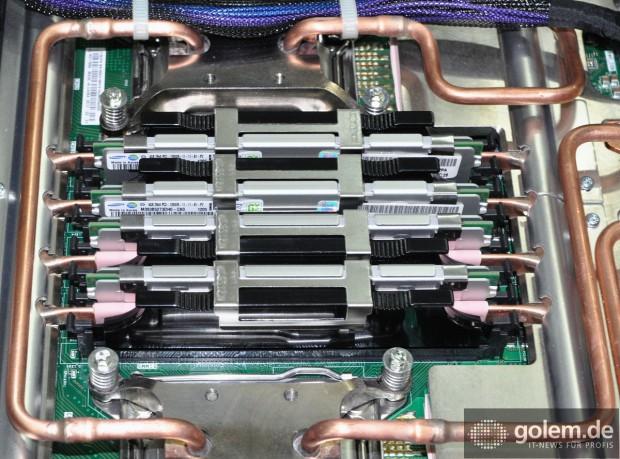 4-GByte-Module von Samsung mit IBMs Heißwasserkühlung