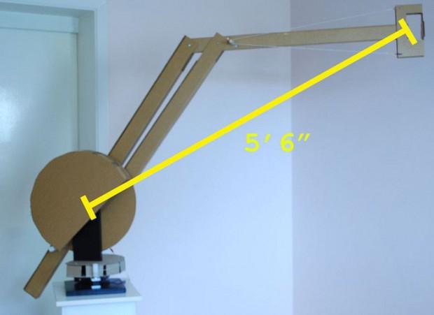 Der Ausleger des Cardboard-Roboters ist fast 1,70 Meter groß. (Foto: Ken Ihara)