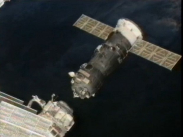 Der russische  Raumtransporter Progress M-15M kurz nach der Trennung von der Internationalen Raumstation am 22.7.2012 (Bild: Nasa/Screenshot: Golem.de)