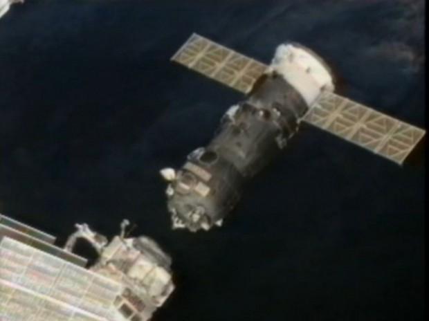 Der russische  Raumtransporter Progress M-15M kurz nach der Trennung von der Internationalen Raumstation am 22.7.2012 (Bild: Nasa/Screenshot: Golem.de)