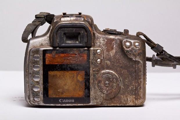 Eine Canon 350D, die drei Jahre in einem Flussbett lag. (Bild: Michael Comeau)