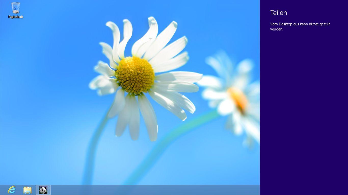Windows 8 im Test: Microsoft kachelt los und eckt an - Der Teilen-Charm hat auf dem Desktop keine Funktion.