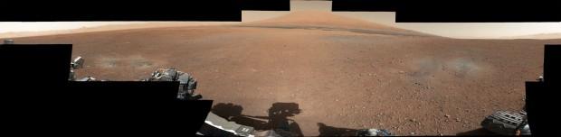 Das 360-Grad-Panorama, das aus Bildern von Curiosity montiert wurde, zeigt unter anderem Mount Sharp. (Foto: Nasa/JPL-Caltech/MSSS)