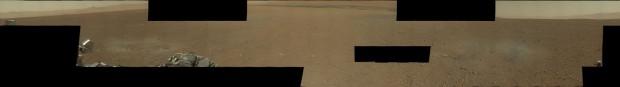 Marspanorama in Farbe und voller Auflösung. Curiosity hat noch nicht alle Fotos geschickt, deshalb weist die Montage Lücken auf. (Foto: Nasa/JPL-Caltech/MSSS)
