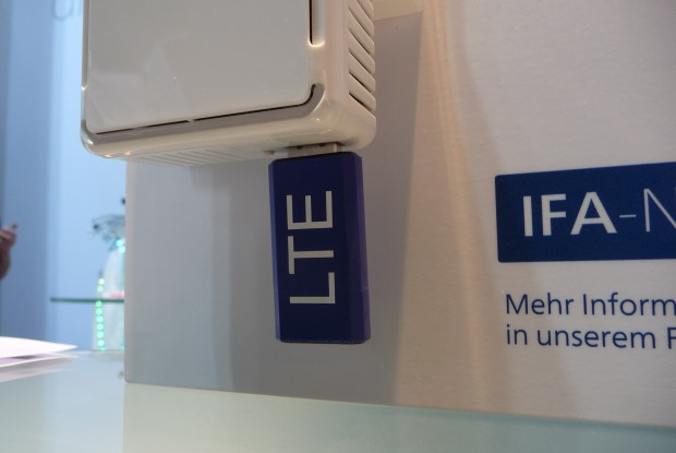 Der Devolo dLAN LTE Router kann mit LTE- und UMTS-Sticks genutzt werden. (Bild: ck)