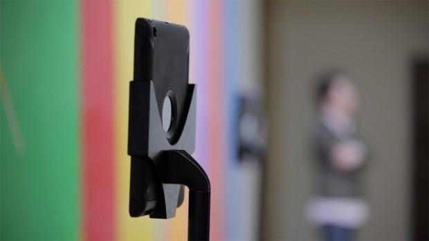 Das iPad ist der Kopf des Roboters. Es sitzt auf einem Teleskopständer. (Foto: Double Robotics)