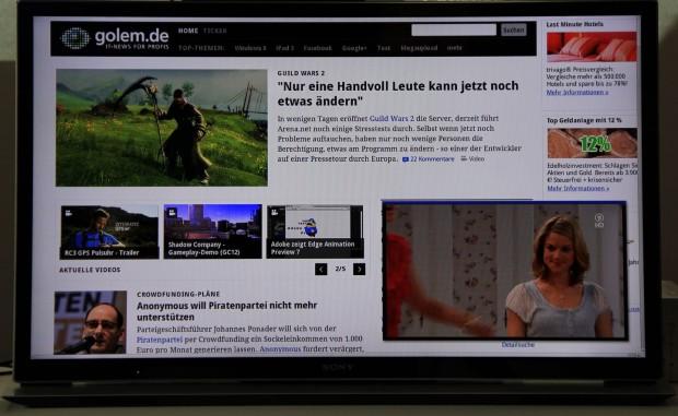 Fernsehen und Internet: Golem.de auf Google TV mit Fernsehbild (Foto: Werner Pluta/Golem.de)
