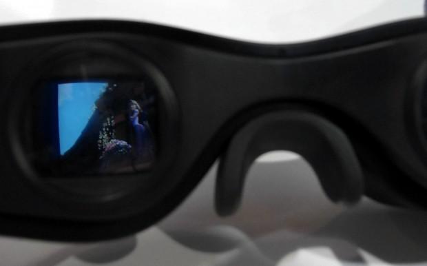 Cinemizer OLED - Blick in eines der Displays, gerade läuft der Entangled-Trailer. (Bilder: Christian Klaß/Golem.de)