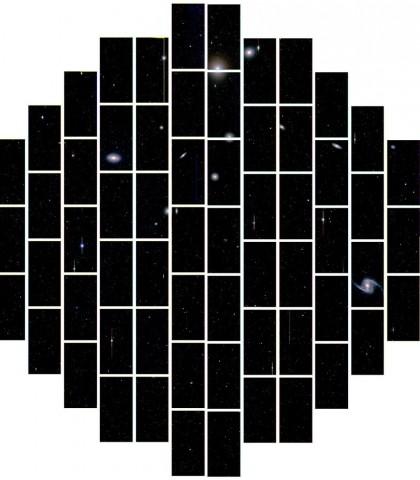 Eines der ersten Bilder der DECam: der Galaxienhaufen Fornax, etwa 60 Millionen Lichtjahre von der Erde entfernt (Foto: Dark Energy Survey Collaboration)