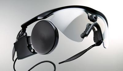Zu dem System Argus II gehört eine Brille mit Kamera und Signalverarbeitungseinheit. (Bild: Second Sight)