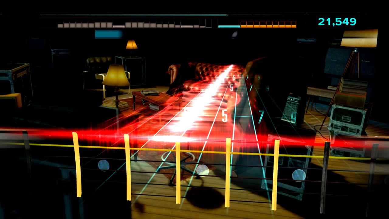 Test Rocksmith: Gitarrenlehrer Gnadenlos - Die Effekte auf dem virtuellen Notenlaufband erinnern an Guitar Hero und Rock Band.