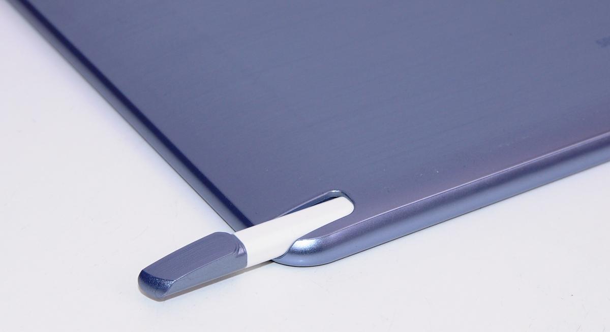 Samsung Ativ Smart PC im Test: Windows 8 und Atom im Tablet - das Beste aus beiden Welten? - Der Stift versteckt sich an der Unterseite