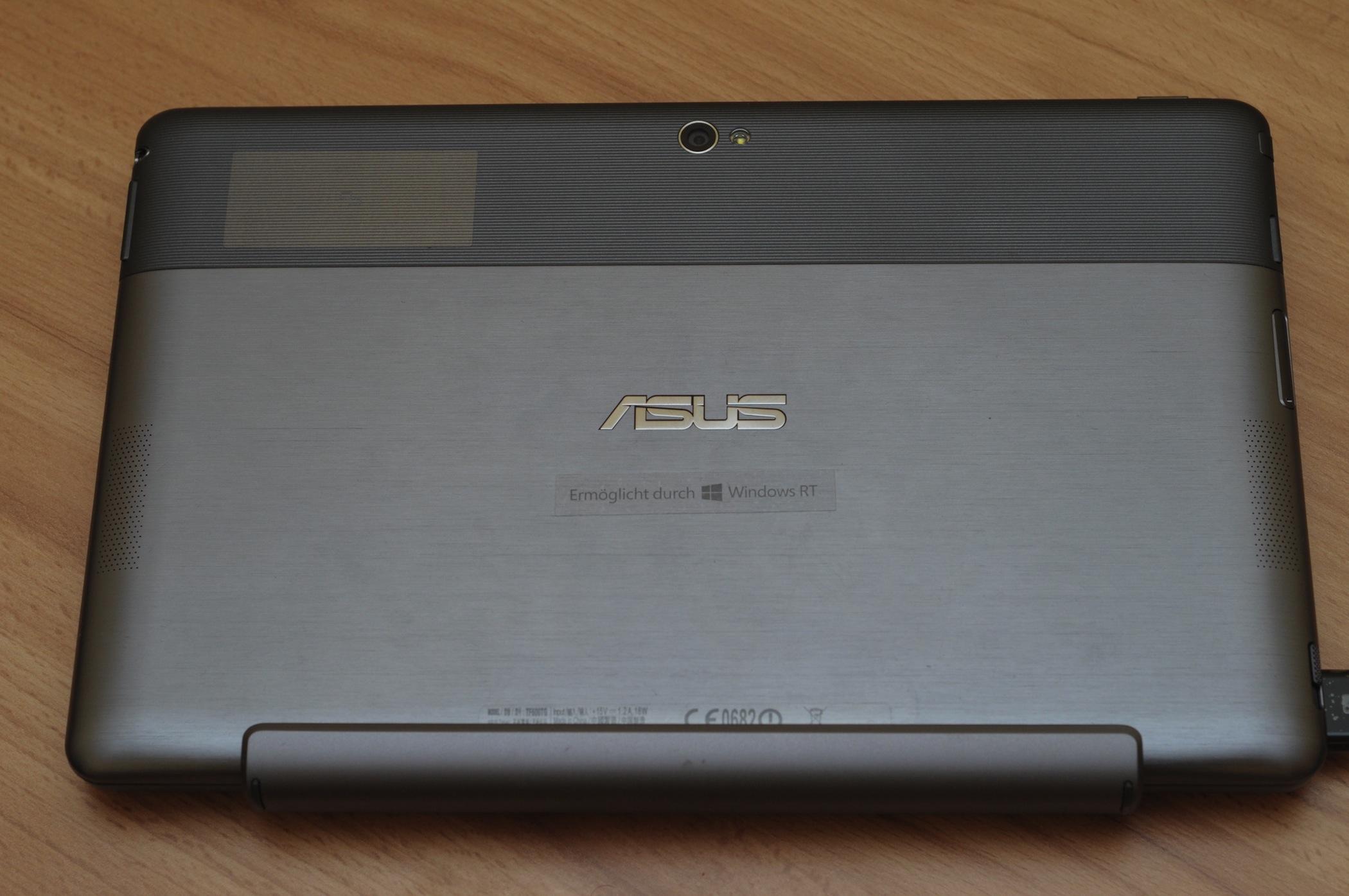 Asus Vivo Tab RT im Test: Gutes ARM-Tablet mit stromsparendem Windows RT - Vivo Tab RT zusammengeklappt im Tastaturdock