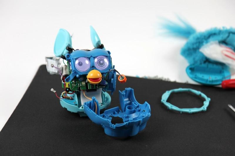 Der neue Furby im Test: Plappermaul ohne Ausschalter - Neuer Furby - ... haben wir auseinandergenommen.