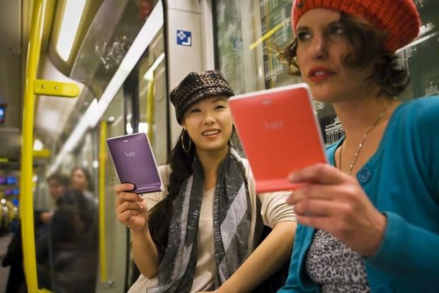 Txtr Beagle - ein E-Book-Reader als Zubehör fürs Smartphone oder den PC (Bild: Txtr)