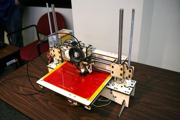Der 3D-Drucker der US-Armee soll beispielsweise kaputte Teile schnell ersetzen. (Foto: Carrie E. David/SMDCARSTRAT)