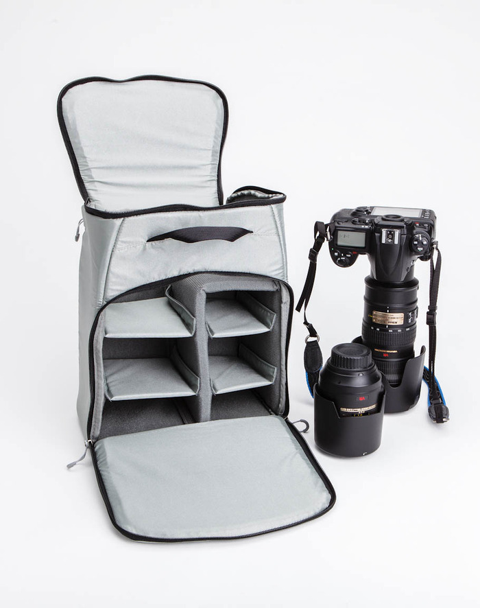 Vom Rücken zum Bauch: Fotorucksack muss nicht in den Dreck geworfen werden - Kameraeinsatz des Mindshift Gear Rotation180 (Bild: Mindshift Gear)