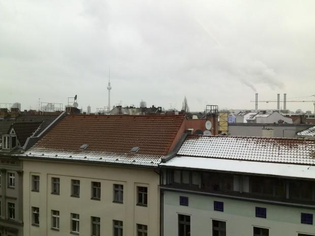 In der Außenaufnahme ist der Grünstich im wolkenbehangenen Himmel zu erkennen. (Bild: Golem.de)