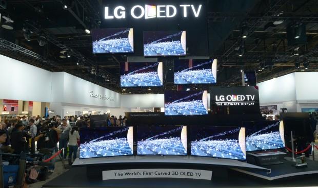 LGs gekrümmte OLED-Fernseher auf der CES 2013 (Bild: Joe Klamar/AFP/Getty Images)